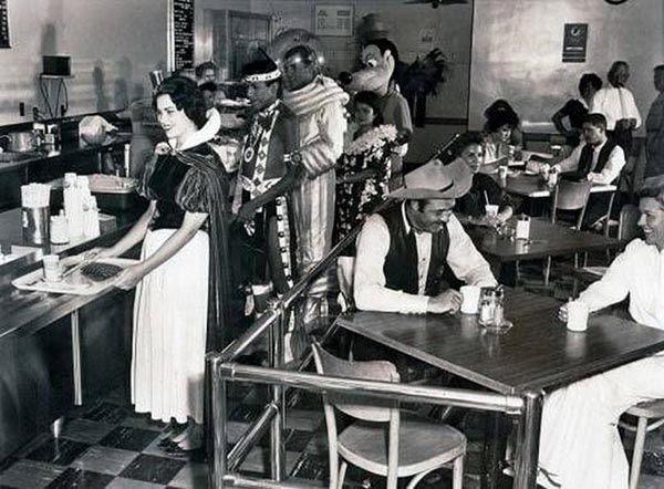 Столовая для сотрудников компании «Дисней», 1961 год.